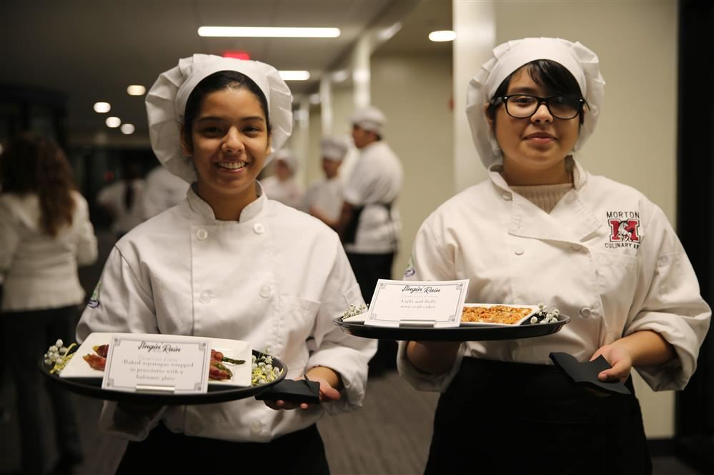 Morton students serve guests during Singin' in the Rain Dinner and Theatre Event 2019